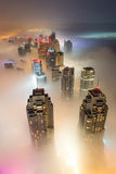 Редкий туман утра зимы в Дубай, ОАЭ - 05/DEC/2016 Стоковое Изображение