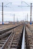 Рельсы, перекрестные связи, столбцы, провода Стоковое Изображение RF