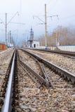 Рельсы, перекрестные связи, столбцы, провода Стоковая Фотография