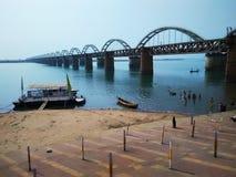 Рельс Rajamundry cum мост-V дороги стоковое изображение rf