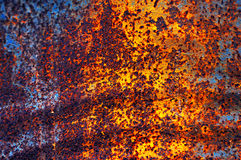 Ржавая металлическая поверхность с корозией стоковое изображение