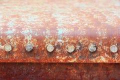 Ржавая металлопластинчатая текстура с болтами Стоковые Фото