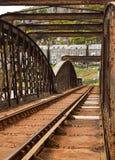 Ржавая одиночная железная дорога на мосте Barmouth в Уэльсе, Великобритании Стоковые Фото