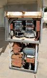 Ржавая покинутая бензиновая колонка Стоковые Изображения