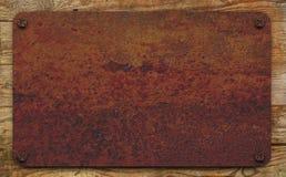 Ржавая плита на досках Стоковые Фотографии RF