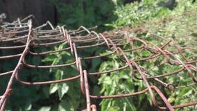 Ржавая решетка - деревянная и загородка металла сток-видео