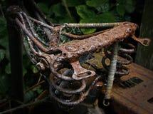 Ржавая старая седловина велосипеда Стоковая Фотография RF