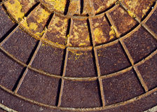 Ржавая текстура крышки люка -лаза сточной трубы Стоковые Фото