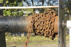 Ржавая цепь на шестерне замка канала Стоковые Фото