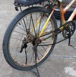 ржавое велосипеда старое Стоковые Изображения