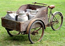 Ржавые велосипеды старого молочника Стоковые Изображения