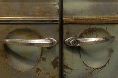 Ржавые двери винтажного автомобиля стоковое фото rf
