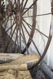 Ржавые колеса телеги Стоковые Изображения