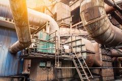 Ржавые промышленные трубопроводы в сталелитейных заводах Стоковая Фотография RF