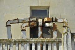 Ржавые трубы в окне Стоковое фото RF