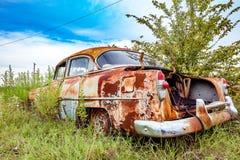 Ржавый автомобиль двора спасения имущества Стоковое Изображение RF