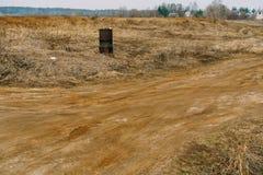 Ржавый бочонок на поле Стоковое фото RF
