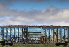 Ржавый голубой железнодорожный автомобиль Стоковая Фотография