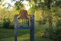 Ржавый колокол стоковое фото