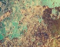 Ржавый покрашенный металл с треснутой краской, предпосылкой grunge стоковые изображения