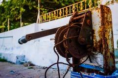 Ржавый ручной ворот стоковое изображение rf