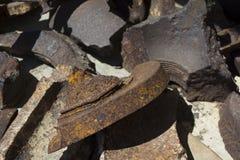 Ржавый сломанный утюг Большие irones сломленны стоковое изображение