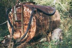 Ржавый старый бочонок для воды Стоковая Фотография