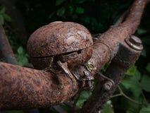 Ржавый старый колокол велосипеда Стоковые Изображения