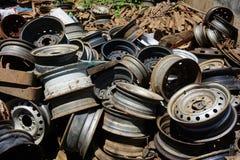 Ржавый старый металл колеса стоковое изображение