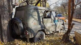 Ржавый старый покинутый автомобиль Ретро старый советский русский виллис UAZ акции видеоматериалы