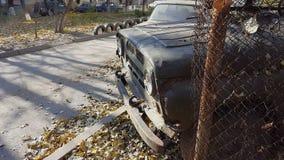 Ржавый старый покинутый автомобиль Ретро старый советский русский виллис UAZ видеоматериал