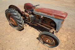 Ржавый старый трактор Стоковая Фотография RF