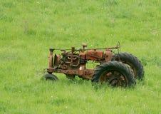 ржавый трактор стоковые изображения