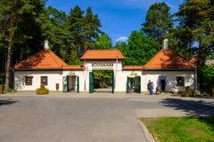Рига, Латвия - 9-ое июня 2018: Парадный вход в зоопарке Риги стоковые фото