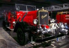 РИГА, ЛАТВИЯ - 16-ОЕ ОКТЯБРЯ: Ретро автомобиль типа музея года 1941 HENSCHEL мотора 33D1, 16-ое октября 2016 в Риге, Латвии Стоковые Изображения