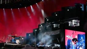 Рига, 19-ое августа: выполнять барабанщика в реальном маштабе времени на большом этапе на прибалтийском саммите a барабанщика вну видеоматериал