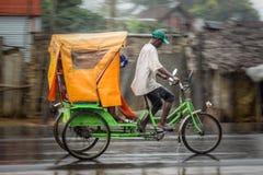 Рикша в дожде Стоковая Фотография