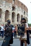 Римская армия около colosseum на параде старых romans историческом Стоковая Фотография