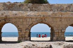 Римские акведуки Caesarea Maritima Израиль стоковая фотография