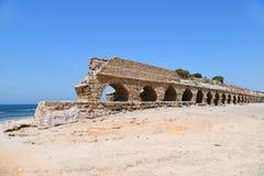 Римские акведуки Caesarea Maritima Израиль стоковые фотографии rf