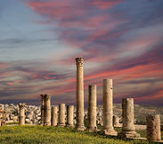 Римские столбцы внутри в йорданськом городе Jerash (Gerasa древности), Джордана Стоковые Фото