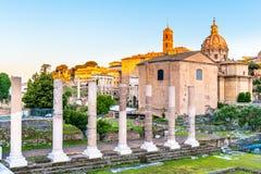 Римские форум и холм во времени восхода солнца раннего утра, Рим Capitoline, Италия стоковые фото