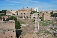 Римские форум и palatino в Риме в Лацие в Италии стоковое фото rf