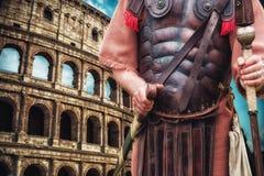 Римские центурион и colloseum солдата в предпосылке стоковая фотография rf