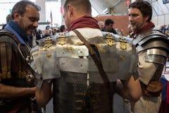 Римские legionaries на Militalia 2013 в милане, Италии Стоковое Изображение