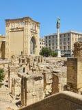 Римский амфитеатр в квадрате Santo Oronzo аркады Lecce, Италия Стоковые Изображения