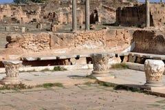 Римский гальюн, большие винные бутылки Leptis стоковое фото rf