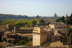 Римский городской пейзаж Старые и известные здания стоковые изображения rf