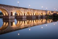Римский мост над городом гвадианы реки Мериды Стоковое Фото