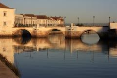 Римский мост на Tavira, Португалии на заходе солнца Стоковое фото RF